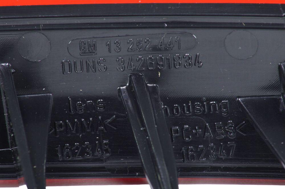 GM 13252441  - Отражатель зад. бампера Астра H лев.