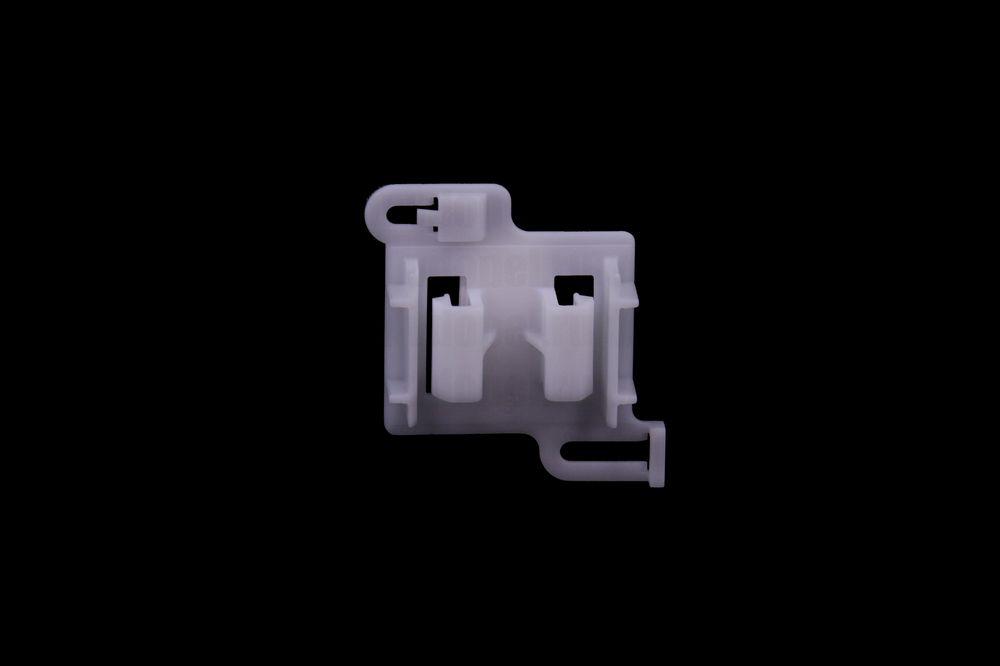 GM 90347304  - Клипса крепления накладки порога. Вектра А 2000, Омега В.