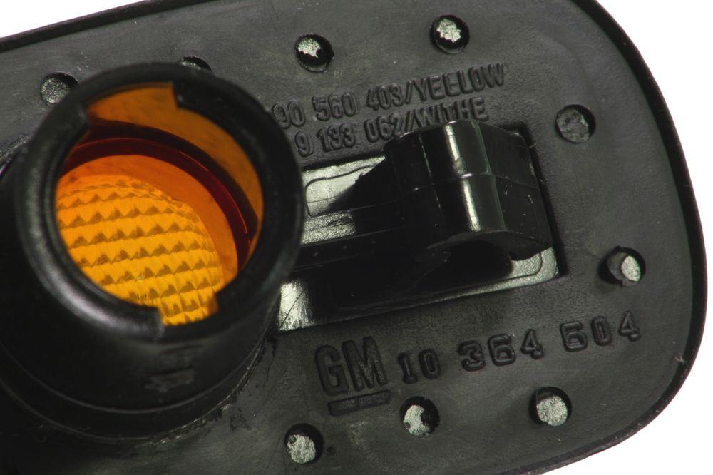 GM 9120467  - Повторитель поворота боковой. Астра G X-, Фронтера В 1~ (светит жёлтым)