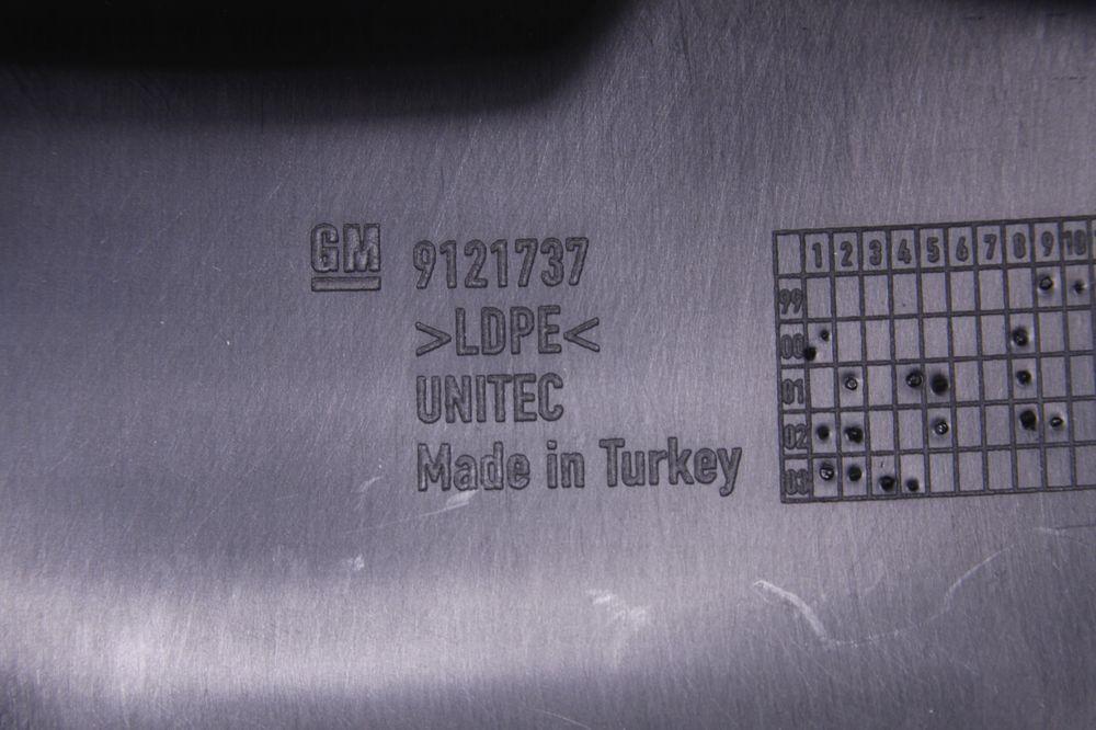 GM 9121737  - Брызговики передние Омега В Y1000001- (комплект)